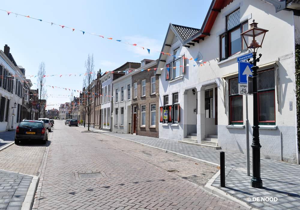 Straatlantaarns met indirecte led techniek in Oude Tonge