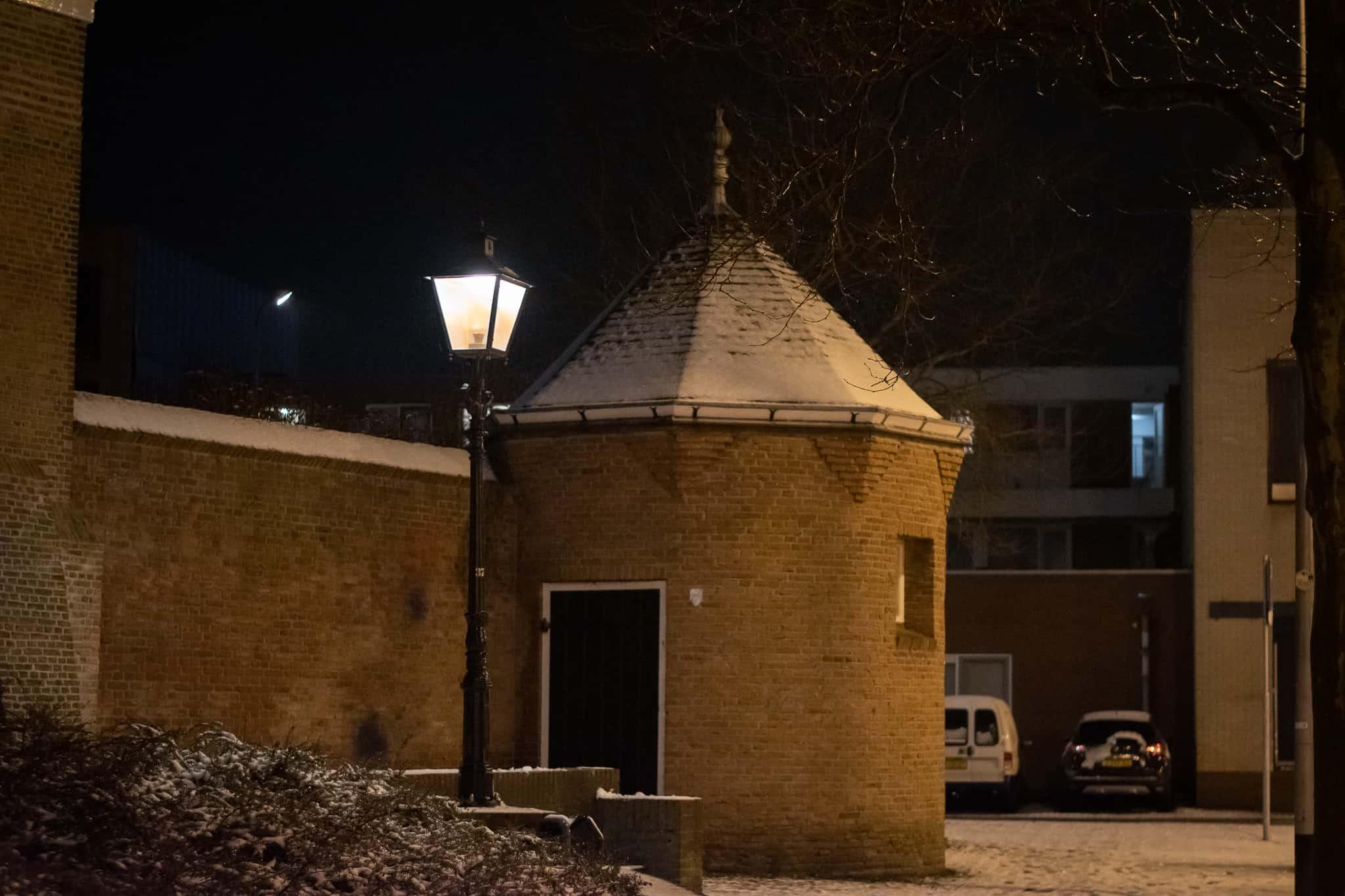 Klassieke verlichting in de sneeuw